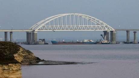 El estrecho de Kerch bloqueado por un carguero, el 25 de noviembre de 2018