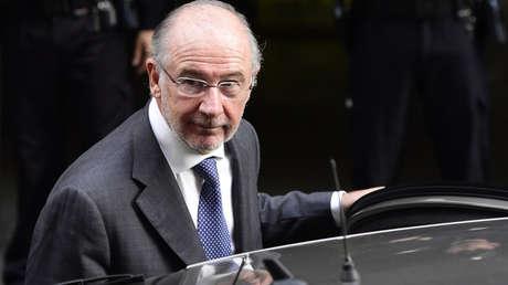 Rodrigo Rato, expresidente de Bankia, abandona un juzgado en Madrid el 16 de octubre de 2014.