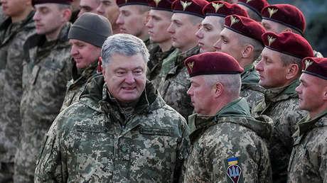 El presidente de Ucrania, Piotr Poroshenko, asiste a unos ejercicios militares, el 21 de noviembre de 2018.