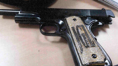 Una pistola con diamantes incrustados que presuntamente pertenece a 'el Chapo', según declaraciones de Jesús Zambada, quien testificó en la Corte el pasado 19 de noviembre.