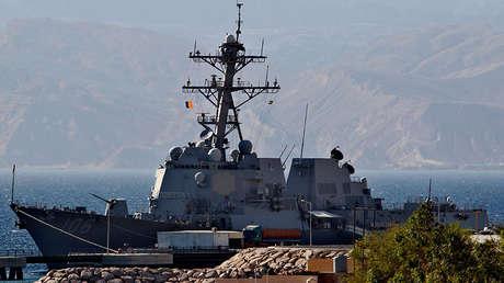 El destructor de misiles guiados USS Stockdale estadounidense en el puerto de Aqaba (Jordania).
