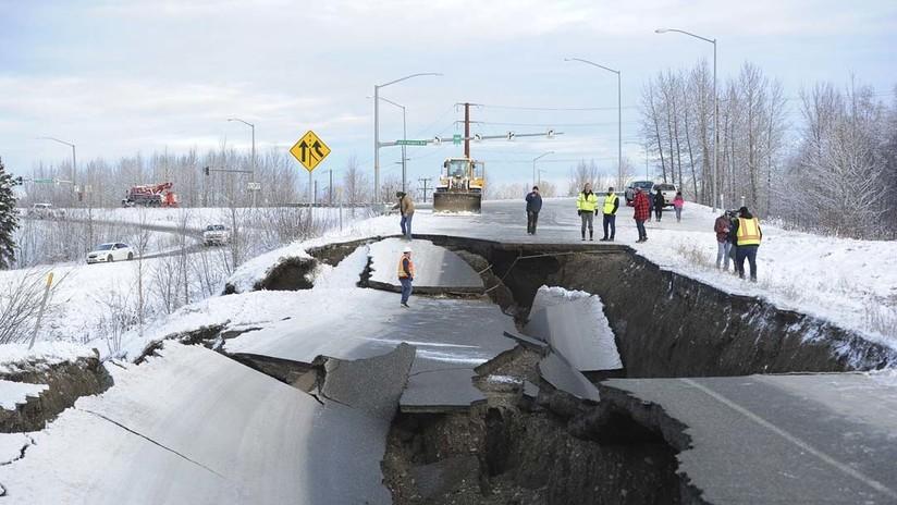 Carreteras hundidas y caos en viviendas: Un potente terremoto causa estragos en Alaska