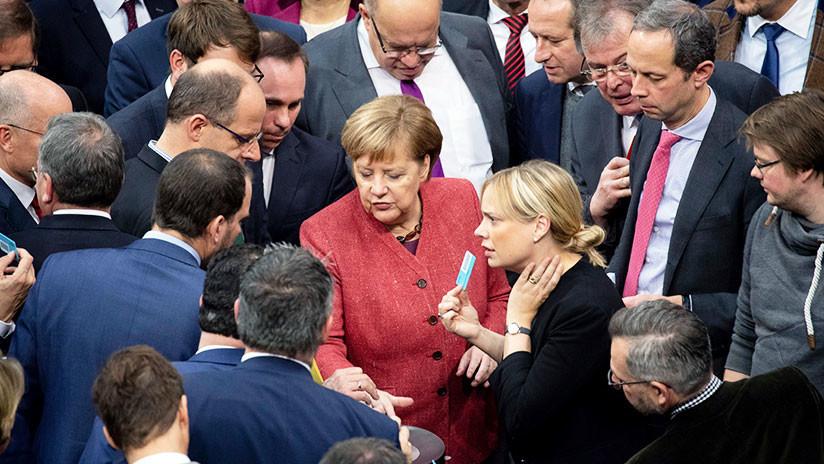 FOTOS: Angela Merkel toma por sorpresa a los pasajeros de un vuelo de Iberia a Buenos Aires