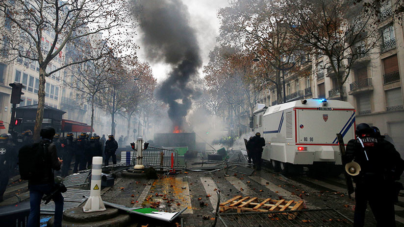 VIDEOS: Jornada de caos y violencia en París deja 110 heridos y 255 detenidos