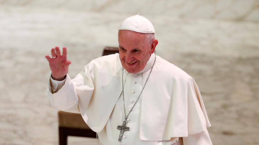 """Papa Francisco: """"La homosexualidad está de moda"""" pero los gais no deben unirse al clero católico"""