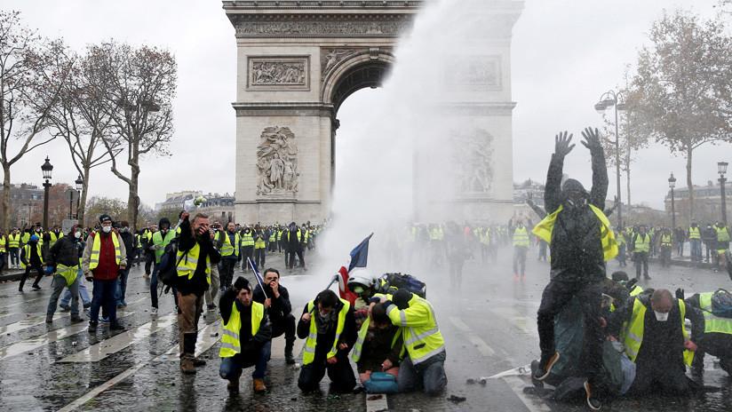 Los 'chalecos amarillos' doblegan a Macron: ¿Quiénes son y qué ha pasado?