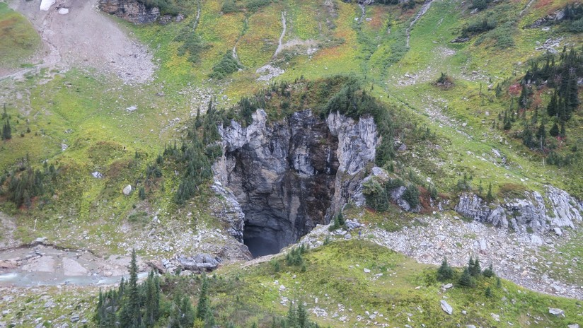 """FOTOS: Descubren una """"gigantesca"""" cueva que no había sido vista nunca antes por humanos"""