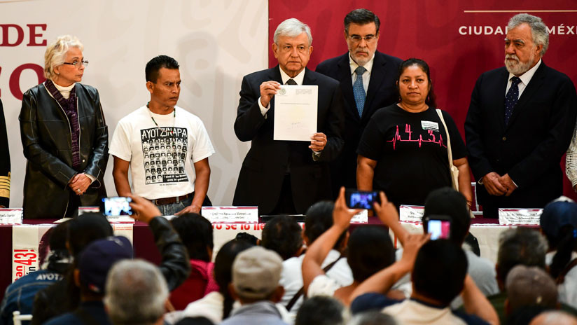 Comisión de la Verdad: López Obrador firma decreto para resolver el caso Ayotzinapa