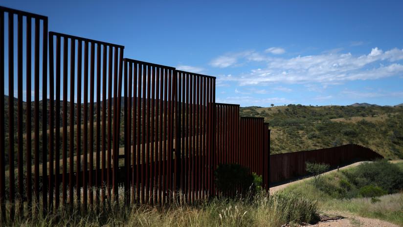 VIDEO: Migrantes saltan con sus hijos el muro fronterizo en el cruce más difícil para pasar a EE.UU.