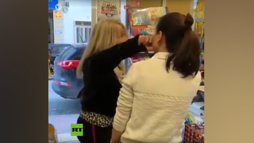 """Ataque racista en una tienda de España: """"Soy una mujer española, soy más que tú"""" (VIDEO)"""