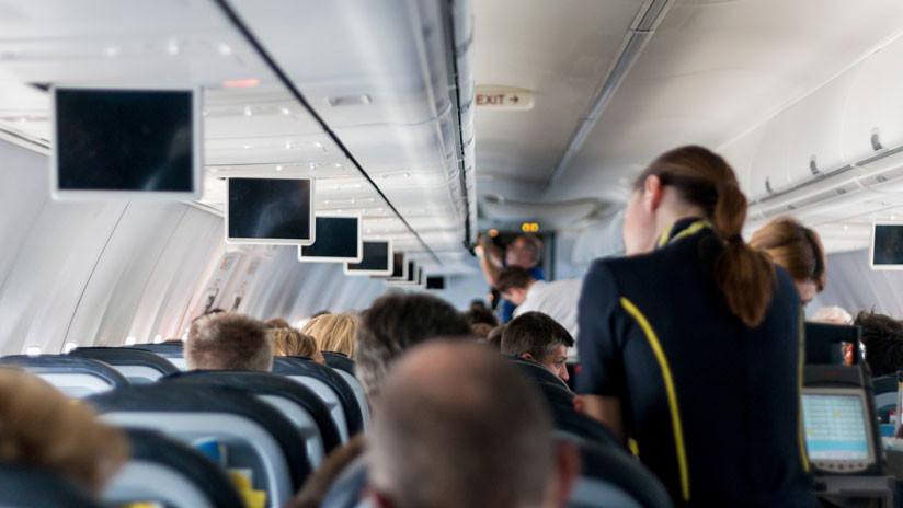 Explican por qué es peligroso beber té o café en el avión