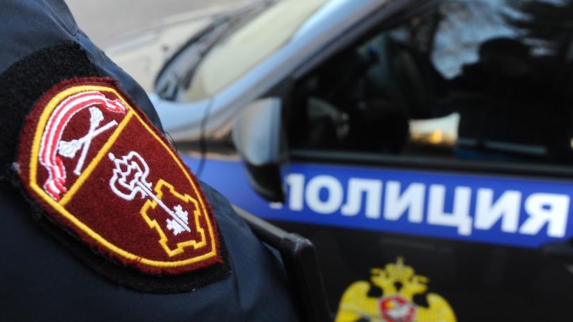 Evacuan un colegio de Moscú tras llegar un alumno armado con un cuchillo