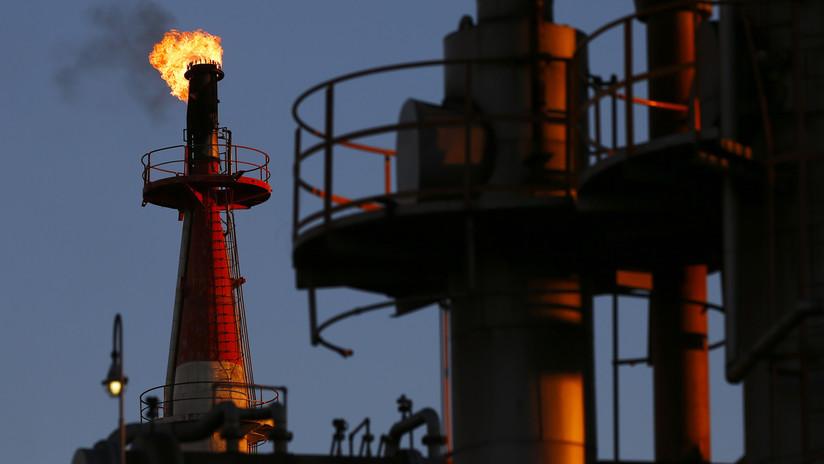Los precios del petróleo Brent y WTI caen más del 5%