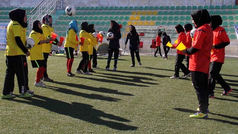 Jugadoras del fútbol femenino afgano acusan a directivos de su federación de abusos sexuales