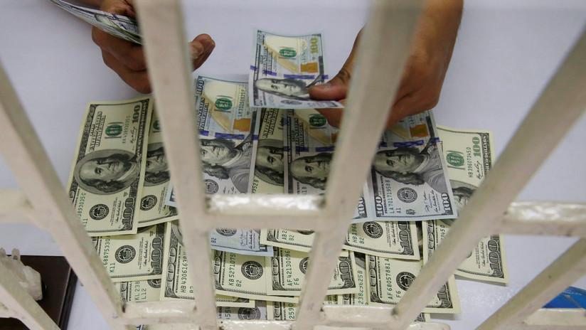 El peso de la corrupción: Los mexicanos pagaron 355 millones de dólares en coimas