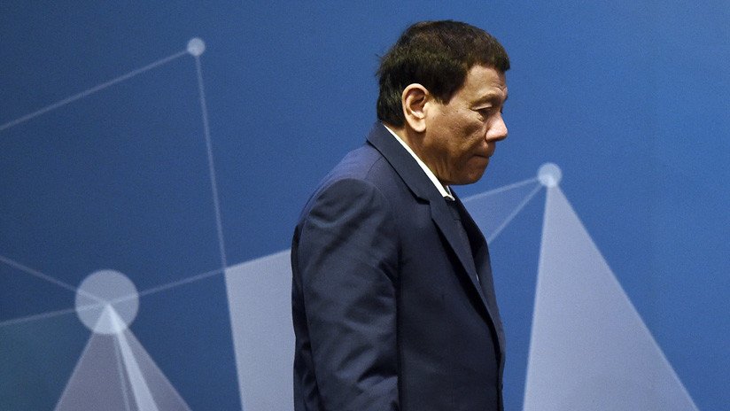 """Probar su inocencia"": Llaman a Duterte a someterse a test de drogas tras bromear con fumar cannabis"