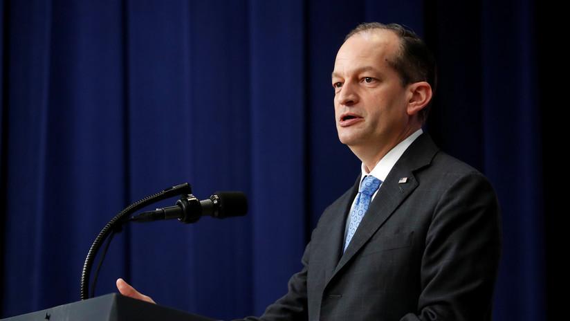 Acusan al secretario de Trabajo de Trump de llegar a un acuerdo secreto con un abusador de menores