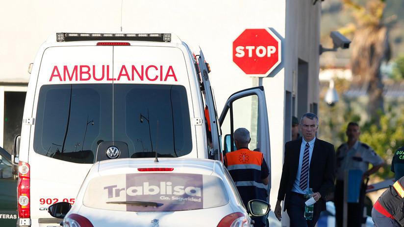 Dos personas mueren al estrellarse su avioneta contra el techo de una gasolinera en España