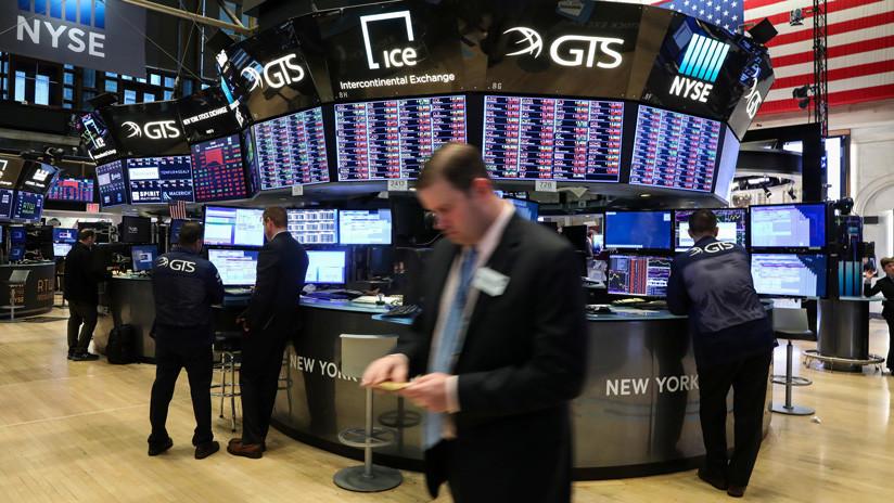 El Dow Jones vuelve a caer y pierde más de 400 puntos