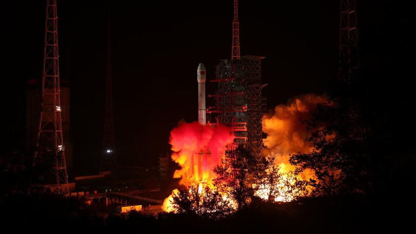 VIDEO: Histórico lanzamiento de primera sonda china que arrojará luz sobre el lado oscuro de la Luna
