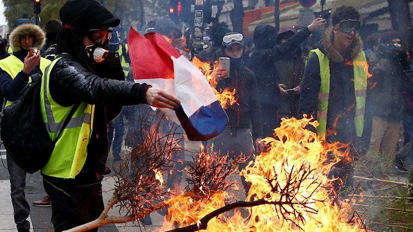 """""""Catástrofe"""" económica y """"revolución ciudadana"""": Francia, en alerta por los 'chalecos amarillos'"""