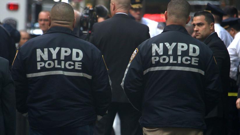 """""""Mancha para Nueva York"""": Polémica por la violenta detención de una mujer aferrada a su bebé (VIDEO)"""