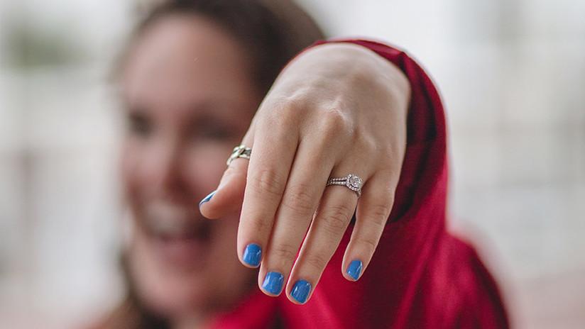 EE.UU.: Encuentran el anillo con diamantes que una mujer perdió en el retrete hace 9 años (FOTO)