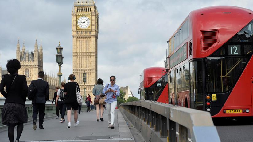 Manifestantes con chalecos amarillos bloquean el Puente de Westminster en Londres