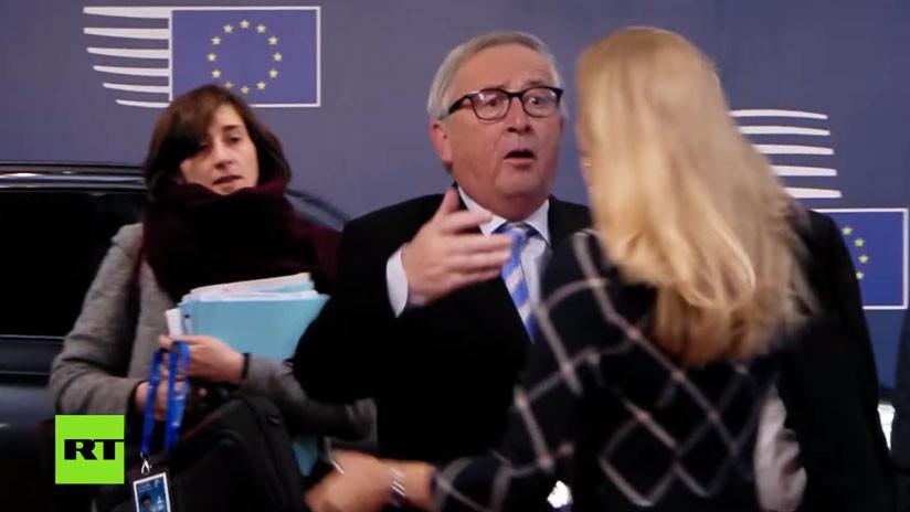 Juncker despeina a una mujer durante un saludo surrealista (VIDEO)