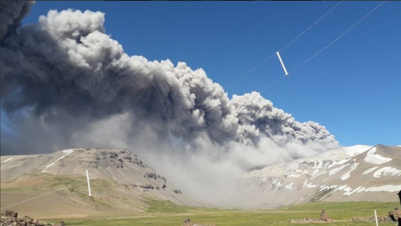 VIDEOS: Alerta en Chile y Argentina por la actividad del volcán Peteroa