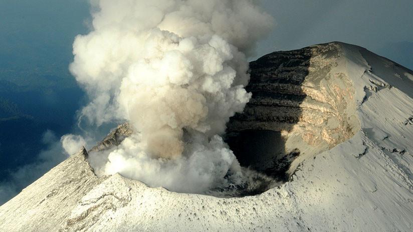 México: El volcán Popocatépetl entra en erupción y emite una fumarola de 2 kilómetros (FOTOS)