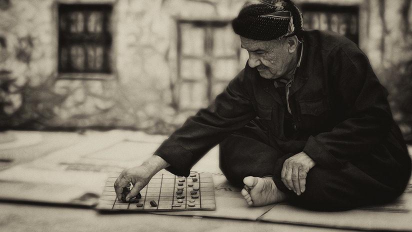 Hallan un 'juego de mesa' de 4.000 años de antigüedad con el que los nómadas se divertían