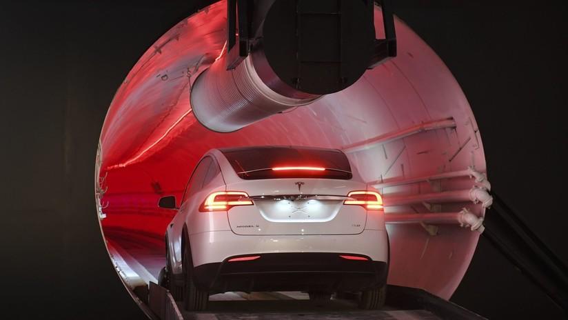 """Respuesta al """"tráfico que destruye el alma"""": Musk inaugura un futurista túnel subterráneo (VIDEO)"""