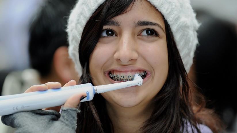 ¿Adiós caries?: Inventan en España una manera de remineralizar dientes y huesos con nanopartículas