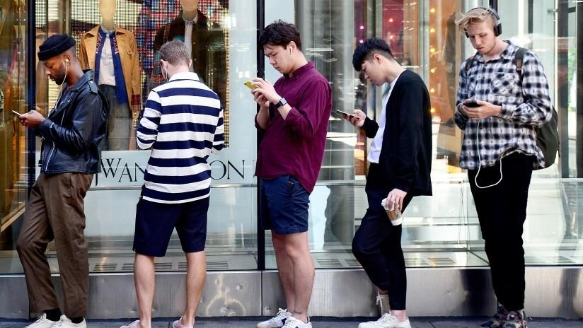 ¿Podría vivir un año sin un 'smartphone' a cambio de 100.000 dólares?