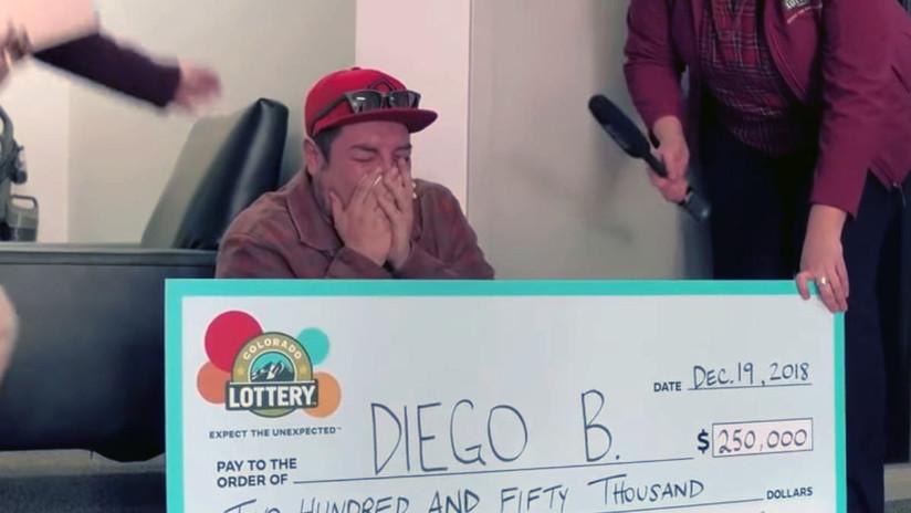 FOTO, VIDEO: Antiguo sintecho que dormía en un coche gana 250.000 dólares en la lotería