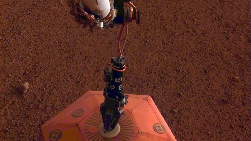 InSight muestra espectacular imagen del sismómetro que instaló en Marte
