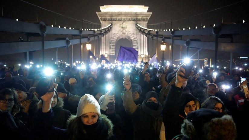 FOTOS: Miles de personas protestan contra la 'ley de la esclavitud' en Hungría