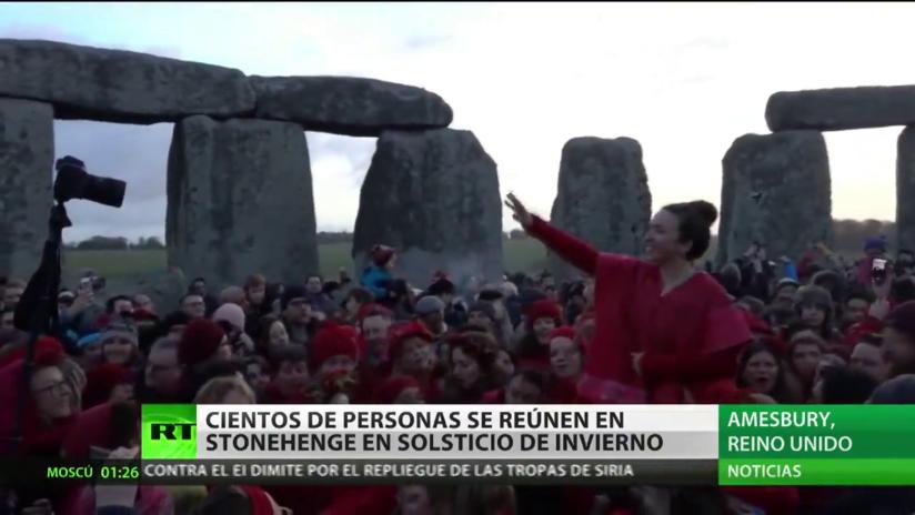 Cientos de personas se reúnen en Stonehenge en el solsticio de invierno