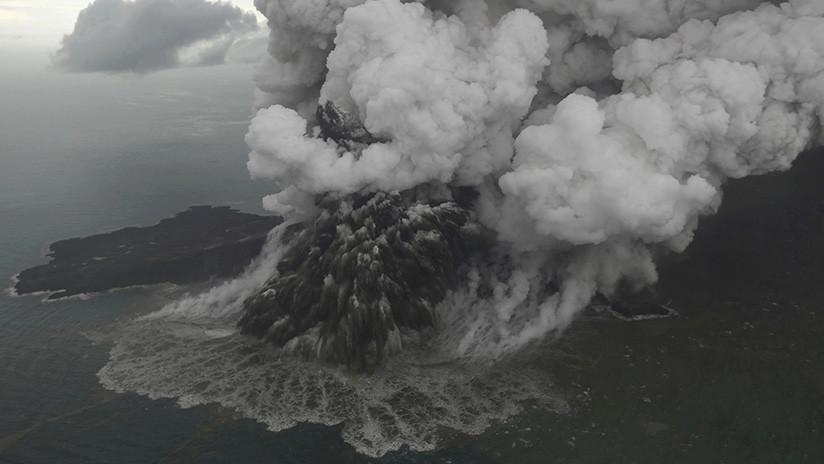 Suben las víctimas del tsunami en Indonesia mientras los expertos advierten sobre otra posible ola