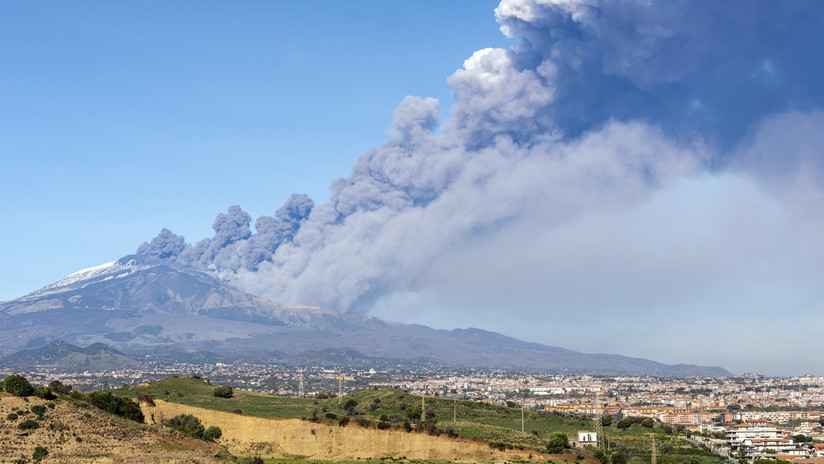 VIDEO: El volcán Etna entra en erupción en Italia