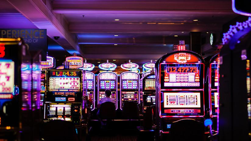 FOTO: Hombre de 85 años gana un millón de dólares en un casino con una apuesta de 5 dólares