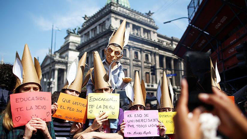 Maestros argentinos convocan a un paro de actividades en contra de reforma educativa