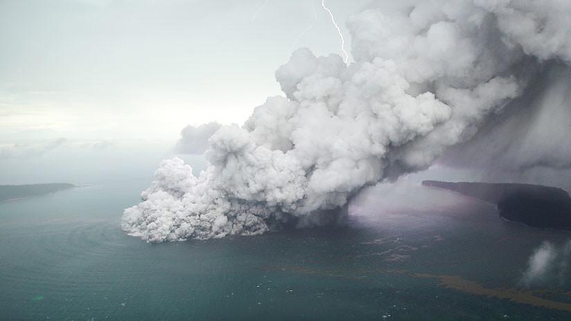 Indonesia emite una alerta roja y desvía los vuelos en torno al volcán en erupción Anak Krakatoa