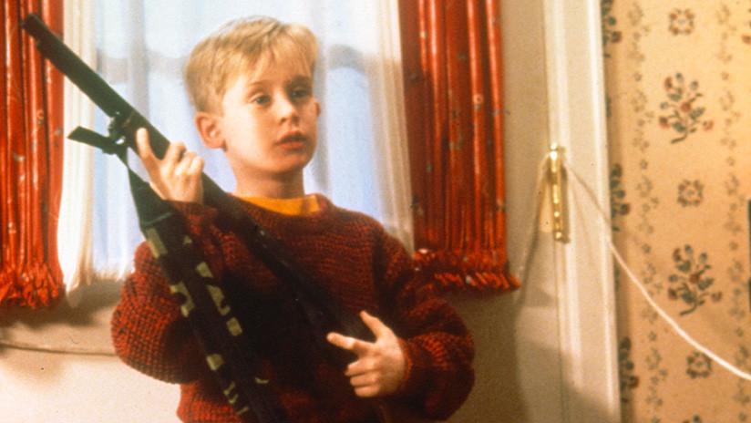 Ni Macaulay Culkin lo sabía: La película de gánsteres que veía en 'Mi pobre angelito' no es real