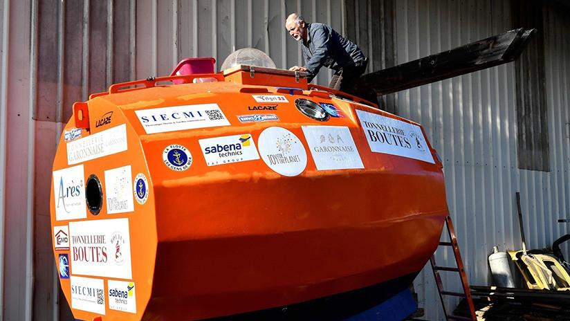Un aventurero francés de 71 años busca cruzar el Atlántico en un barril sin timón ni comandos