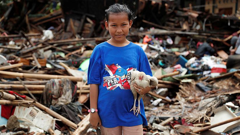 """""""Todas las vidas importan"""": Rescatistas indonesios salvan a un grupo de tortugas tras el tsunami"""