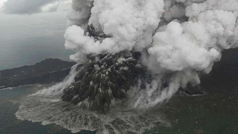 FOTO, VIDEO: Imágenes satelitales confirman la desaparición de parte del volcán Anak Krakatoa