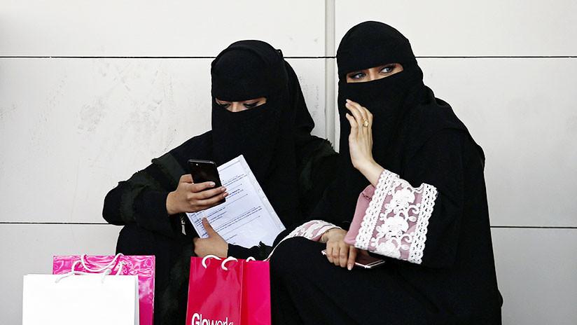 FOTOS: Mujeres sauditas pisan sus nicabs en una campaña de protesta