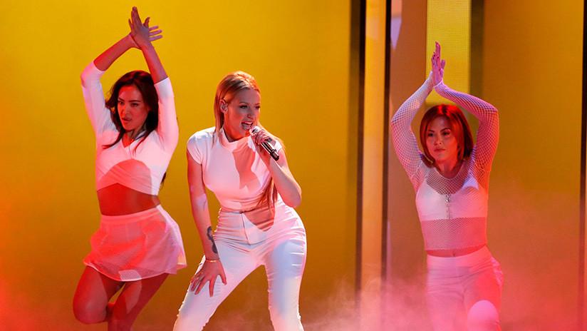 VIDEO: Una bailarina se desmaya en un concierto de Iggy Azalea pero la cantante sigue con su show